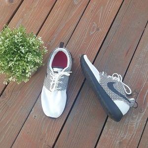 NWOB Nike Rosherun In Sail/Dark Ash Tennis Shoes
